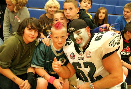 'Ultimate Eagles Fan' visits students