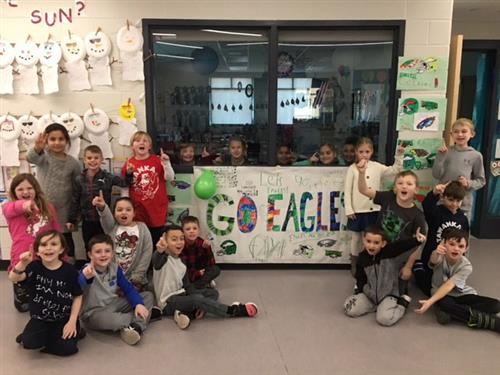 Tawanka students with Eagles signs