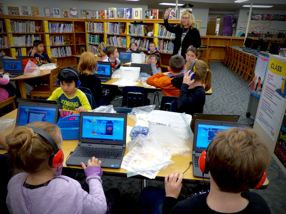 Students using library media center at Pearl Buck ES