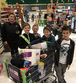 Ferderbar students at Giant supermarket