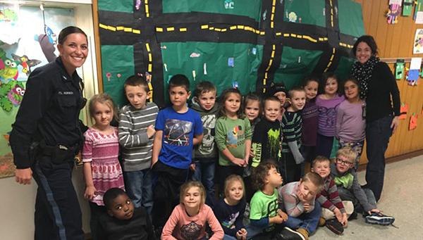 Officer Robison with kindergarten class